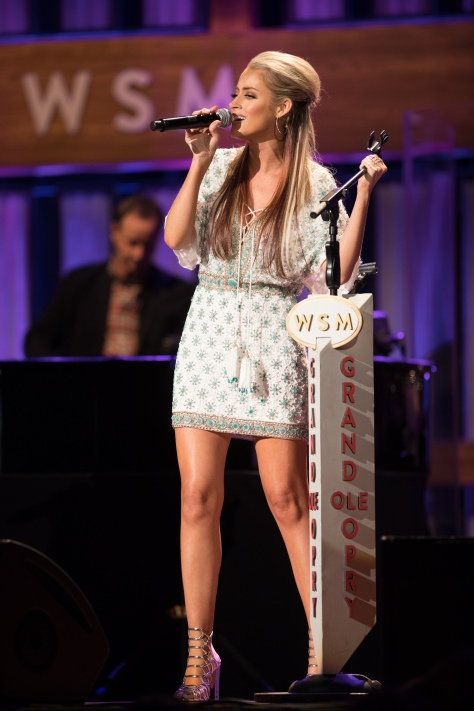 brooke-eden-performing-at-grand-ole-opry-11-19-16