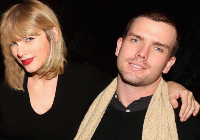 Taylor Swift Took Photos With The Entire Cast of 'Kinky Boots!'